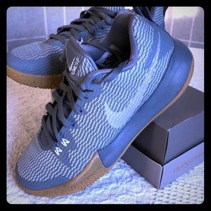 Nike men's ZOOMLIVE US 8.5 EUR 42 basketball shoes
